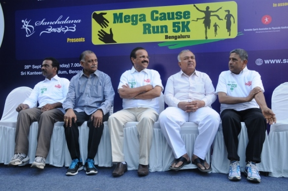 Photo 4 - Union Minister Sri DV Sadanandagowda, State Trasport Minister Sri Ramalinga Reddy  and other delegates at the Marathon