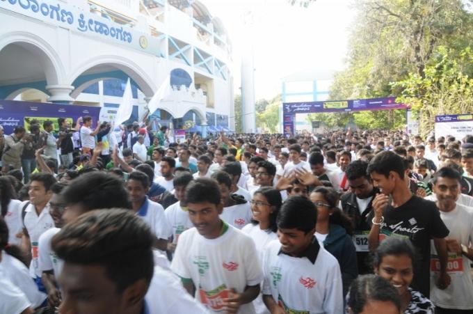 Photo 6 - participants at marathon