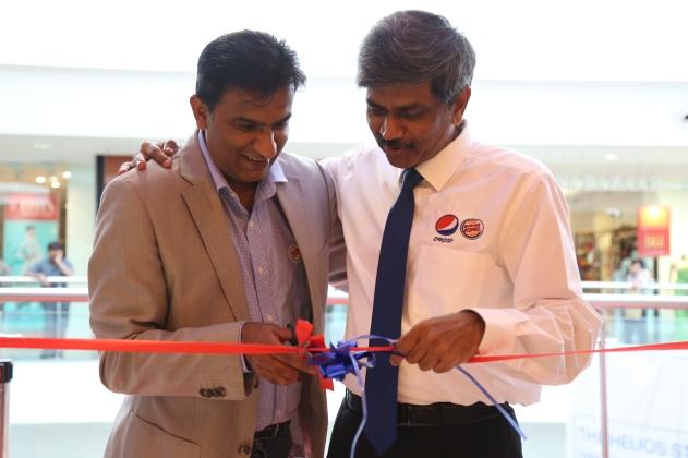 Mr. Rajeev Varman, CEO Burger King India & Mr. D Shivakumar,  Chairman & CEO, PepsiCo India launch the first Burger King restaurant in  Bangalore