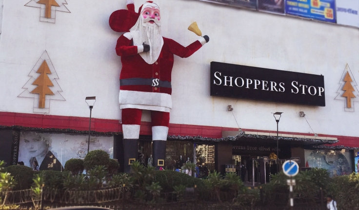 Shoppers Stop has created India's largest Santa Claus (71 feet) at the Shoppers Stop store, Inorbit Mall in Malad.
