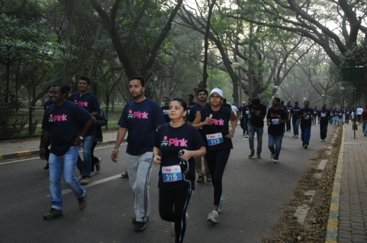 Mantri Developers employees run for a cause at- Mantri is going Pink Run- Health Awareness Campaign
