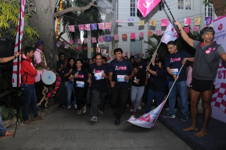 Mr. Sushil Mantri, CMD, Mantri Developers and Milind Soman flag off  Mantri is going Pink Run