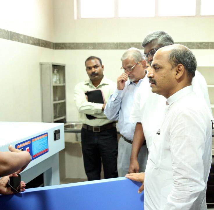 Dr. Shanrnapraksh Rudrappa Patil inaugurating Midtown Rotary Ashirvad BMCRI Skin Bank-3