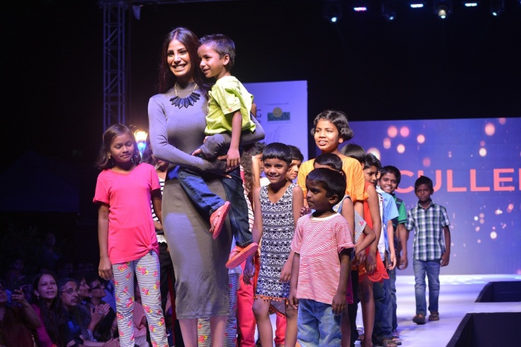 Nicole Faria along with Children