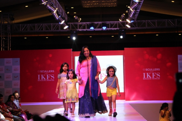Sujatha, Chief Brand Manager Scullers  with Child models on ramp