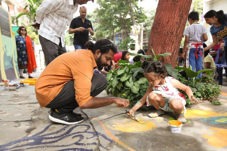 Artist Harshavardhan Kadam with kids painting