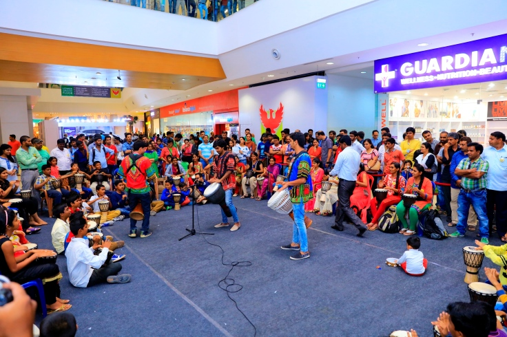 Drum Jam Session by Beat Gurus around  the art installation conducted by Phoenix Marketcity 2