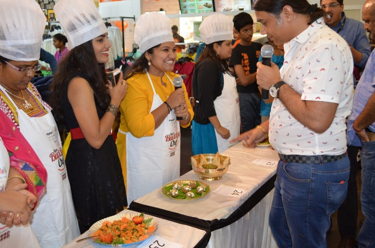 chef-shailendra-judging-the-budding-chef-contest
